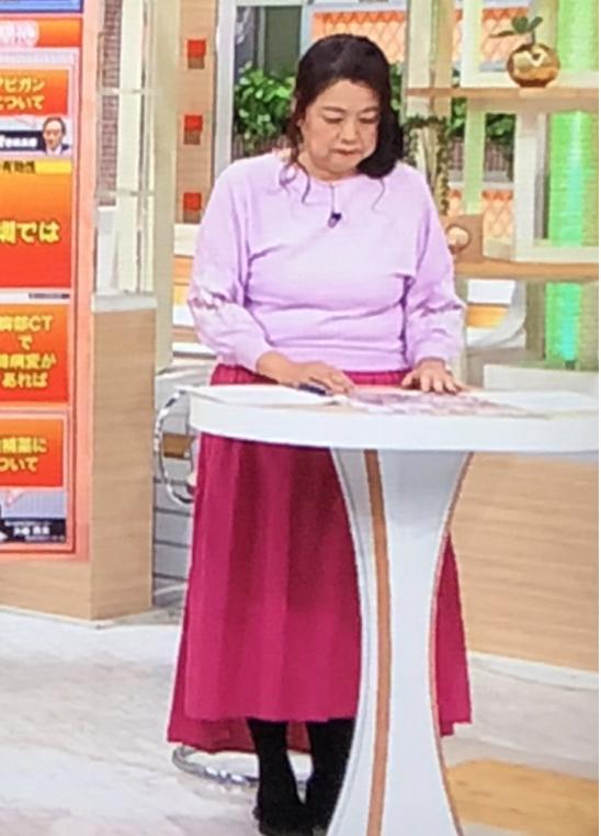 岡田晴恵4月派手